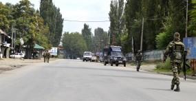 जम्मू एवं कश्मीर में प्रतिबंधों के खिलाफ सुप्रीम कोर्ट में याचिका