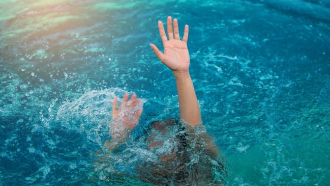 पुणे : स्विमिंग पूल में डूबकर आईटी इंजीनियर की मौत, बेटी की हत्या कर बाप ने लगाई फांसी