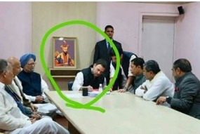 Fake News: क्या राहुल गांधी के पीछे है औरंगजेब की फोटो ?