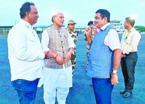 राजनाथ सिंह ने की गडकरी से मुलाकात, कहा - स्वास्थ्य पर ध्यान दें