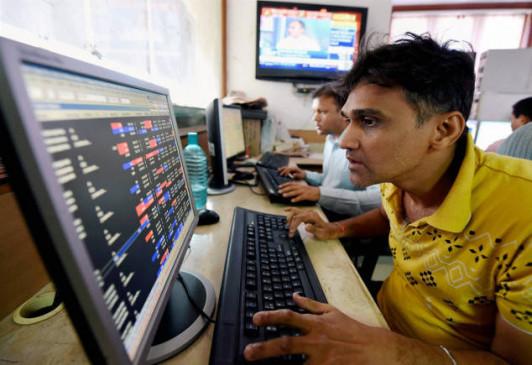 शेयर बाजार में गिरावट का रुख, सेंसेक्स 117.43 और निफ्टी 32.90 अंक लुढ़का