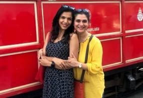 श्रीया पिलगांवकर अपनी मां सुप्रिया का जन्मदिन तुर्की में मनाएंगी