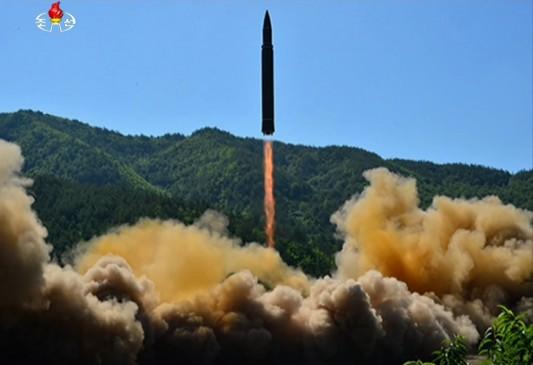 उत्तर कोरिया ने नए मल्टीपल रॉकेट लॉन्चर सिस्टम का परीक्षण किया