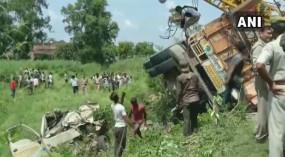 यूपी के शाहजहांपुर में दो टेंपो के ऊपर पलटा ट्रक, 16 लोगों की मौत, कई घायल