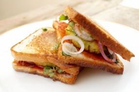 वीडियो रेसिपी: चीज सैंडविच विथ वेजिटेबल, स्नैक्स रेसिपी