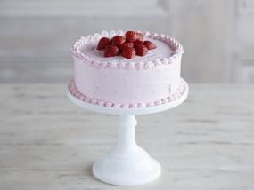 वीडियो रेसिपी: आसान विधि से बनाएं टेस्टी स्ट्रॉबेरी केक