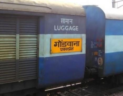आतंक के साए में महिला ने ट्रेन में किया सफर , अटेंडर ने की छेड़छाड़