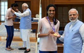 वर्ल्ड चैंपियन सिंधू ने की प्रधानमंत्री मोदी और स्पोर्ट्स मिनिस्टर रिजिजू से मुलाकात
