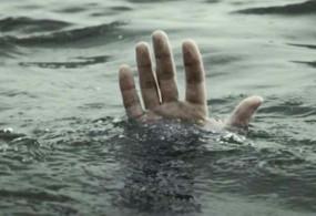 उफनाते नाला में बहा लड़का, दो दिन बाद लाश का पता नहीं