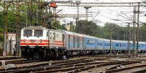 बिना टिकट वाले यात्रियों से मध्य रेल ने वसूले 100 करोड़, नागपुर से 10.46 तक की वसूली