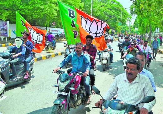 भाजपा की बाइक रैली में शामिल 52 कार्यकर्ताओं का कटा चालान, टैफिक विभाग ने की कार्रवाई