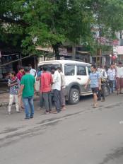 बीएसएफ के जवान की कार ने आधा दर्जनलोगों को उड़ाया ,हादसे में जवान भी घायल