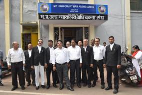 हाईकोर्ट और जिला अदालत में अधिवक्ताओं ने नहीं की पैरवी, पीठ से 6 जिले अलग करने का विरोध