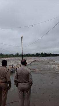 नर्मदा समेत कई नदियां उफान पर, बालाघाट व नरसिंहपुर में भी कई मार्ग बंद