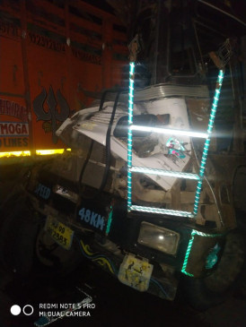 एक ट्रक ने खराब ट्रक को मारी टक्कर, चालक की मौत