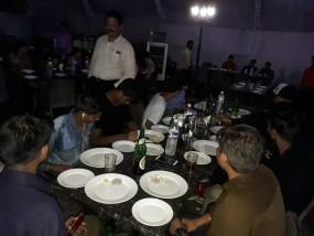 खाने के साथ शराब परोस रहे 4 होटलों पर कार्रवाई, हिरासत में 30 आरोपी