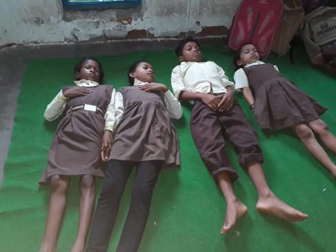 स्कूल के पास गिरी आकाशीय बिजली , बेहाश हो गए चार बच्चे - स्वास्थ्य केन्द्र में भर्ती
