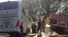 पूर्वी चीन में बस और ट्रक के बीच भीषण टक्कर, 36 लोगों की मौत, कई घायल