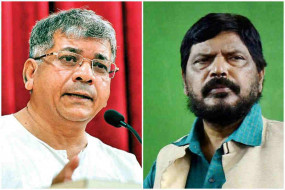 भाजपा के चिन्ह पर चुनाव लड़ने को तैयार हो सकते हैं आठवले, आम्बेडकर इसी सप्ताह लेंगे कांग्रेस से गठबंधन पर फैसला