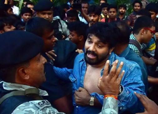 जादवपुर यूनिवर्सिटी में छात्रों का हंगामा, केंद्रीय मंत्री बाबुल सुप्रियों के साथ मारपीट
