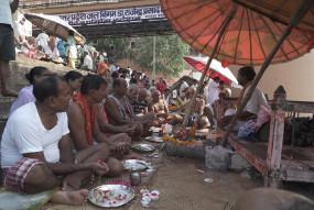 बिहार: गया में पुलवामा के शहीदों की आत्मा की शांति के लिए पिंडदान