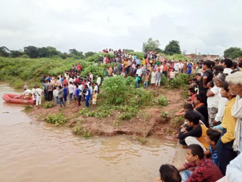 अमरन नदी में बालक डूबा ,बरहा में बह गया युवक - दोनों की तलाश जारी