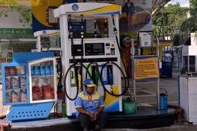 ब्रेंट क्रूड 4 फीसदी टूटा, पेट्रोल, डीजल की महंगाई से मिल सकती है राहत (लीड-1)