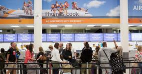 ब्रिटिश ट्रैवल जाइंट 'थॉमस कुक' दिवालिया, लाखों यात्री फंसे, भारत पर असर नहीं