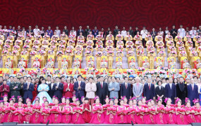 चीन : देश की 70वीं वर्षगांठ पर सांस्कृतिक प्रदर्शन