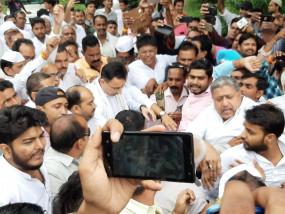 चिन्मयानंद केस: शाहजहांपुर में न्याय यात्रा निकालने पर अड़ी कांग्रेस, कई नेता गिरफ्तार