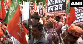 NRC पर विवाद: बीजेपी ने केजरीवाल के खिलाफ दर्ज कराई शिकायत, घर के बाहर प्रदर्शन