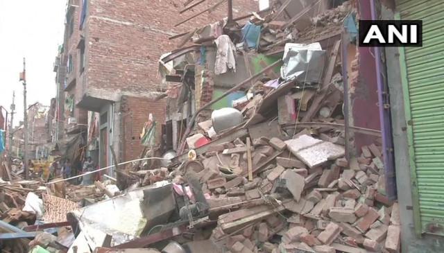 दिल्ली के सीलमपुर में 4 मंजिला इमारत गिरी, 2 लोगों की मौत, 3 घायल