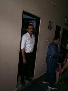 6 हजार रू. की रिश्वत लेते जिला अस्पताल का सर्जन गिरफ्तार - लोकायुक्त जबलपुर की कार्रवाई