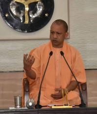 मंदिरों और मठों को पूजा-पाठ तक न रखें सीमित : योगी
