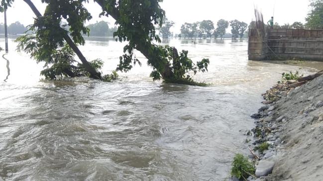 बिहार में गंगा उफान पर, कई क्षेत्रों में बाढ़ का खतरा