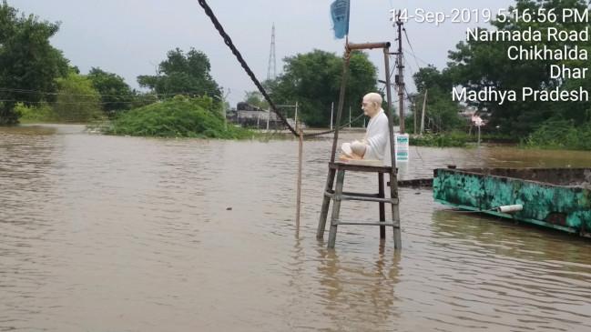 अपना सब डूबते देखा, मगर गांधी को डूबने न दिया!