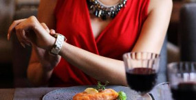 Health News: अगर आप भी खाते हैं देर रात खाना तो जान लें इन बातों को