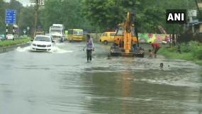 भारी बारिश से बेहाल मध्य प्रदेश, स्कूल बंद, 32 जिलों में ऑरेंज अलर्ट जारी