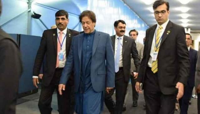 पाकिस्तान लौटे इमरान, हवाई अड्डे पर स्वागत