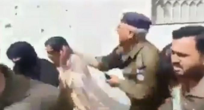 Fake News: पाकिस्तान पुलिस की बर्बरता का वीडियो, कश्मीर का बताकर वायरल