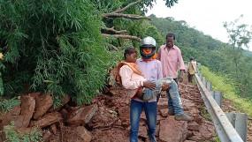 रामपुर पहाड़ में भू-स्खलन से सड़क बंद -2 मरीज नहीं पहुंच पाए अस्पताल, एक की मौत