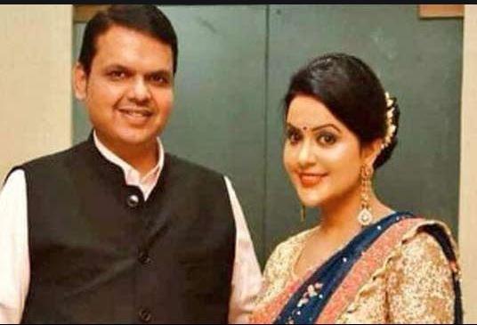 CM फडणवीस की पत्नी ने PM मोदी को बताया 'फादर ऑफ कंट्री', ट्विटर पर मिले अनोखे जवाब