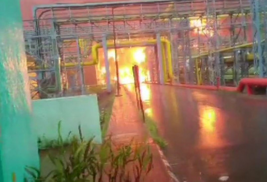नवी मुंबई: उरण में ONGC प्लांट में भीषण आग, 4 लोगों की मौत, मृतकों में 3 जवान भी शामिल