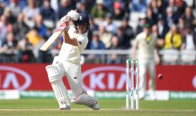 मैनचेस्टर टेस्ट : लंच तक इंग्लैंड की हालत खराब