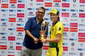 मेघन स्कट ने वनडे में हैट्रिक लेकर इतिहास रचा