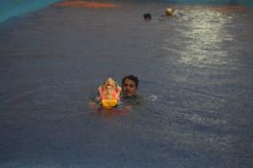 मॉनसून फिर सक्रिय : भारी बारिश के बीच डेढ़ दिन के गणपति की विदाई