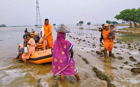 मप्र के कई हिस्सों में बाढ़ से भारी नुकसान, 50 हजार लोग शिविरों में, सियासत भी तेज