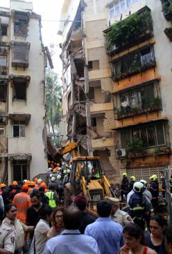 मुंबई - इमारत का हिस्सा गिरने से बच्ची की हुई मौत