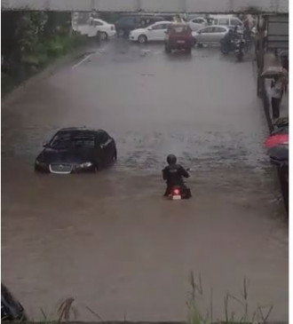 मुंबई में भारी बारिश : अमिताभ के घर में घुसा पानी, स्कूलों की छुट्टी, रेड अलर्ट जारी