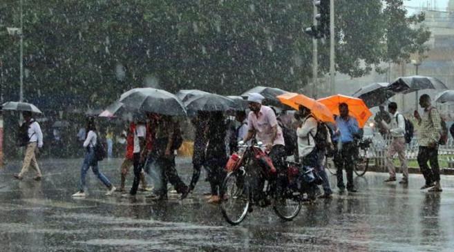 मुंबई में आज भारी बारिश की आशंका, रेड अलर्ट जारी, बंद रहेंगे स्कूल-कॉलेज